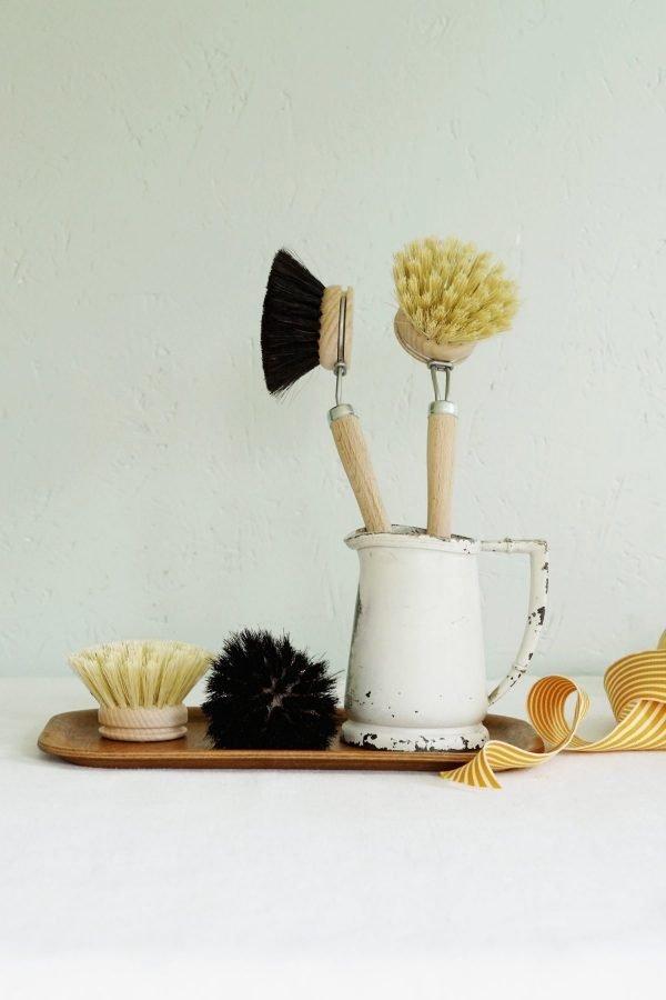 Cepillo limpia platos de madera