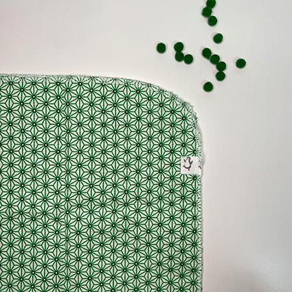 Detalle furoshiki estampado tela estrella polar verde detalle - The Zappy Penguin